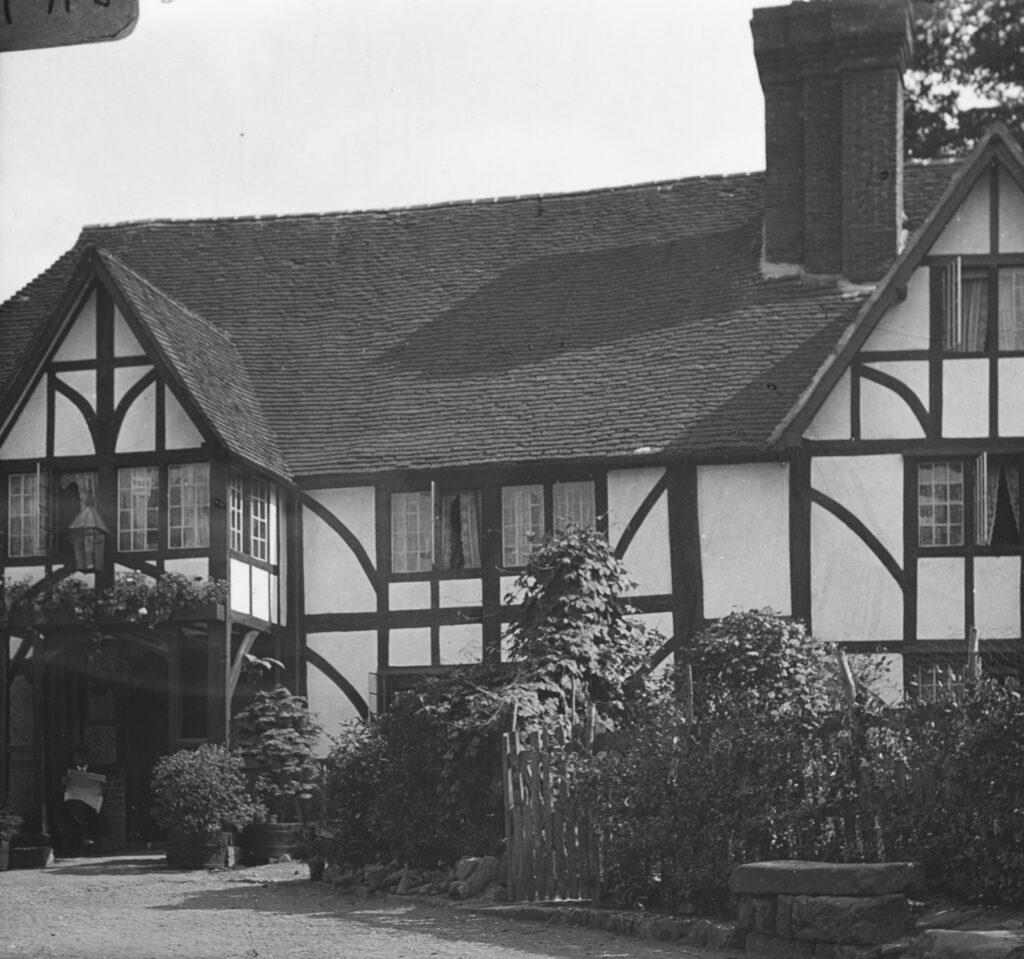 M113-Tudor-style-beamed-house