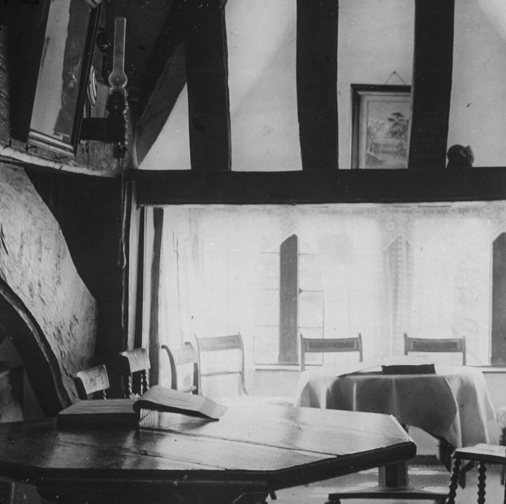 M114-Tudor-style-beamed-house