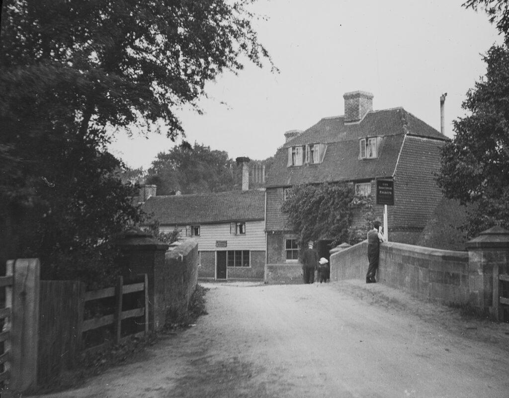 M118-Bridge-and-pub