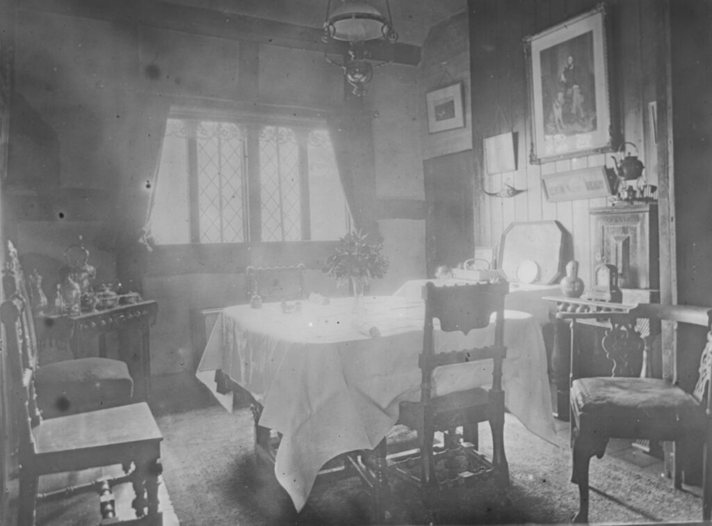 M99-Interiors-of-house-dining-room
